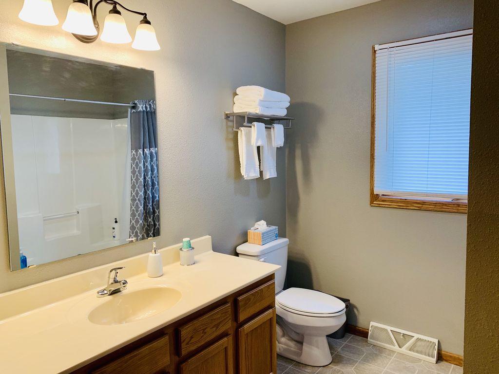 Main bath with shower/tub.